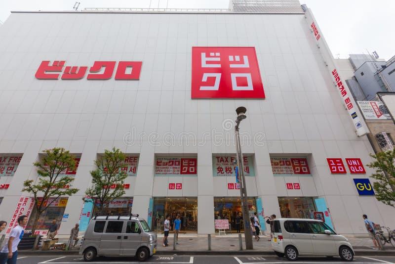 Uniqlo lager i Shinjuku, Japan royaltyfria bilder