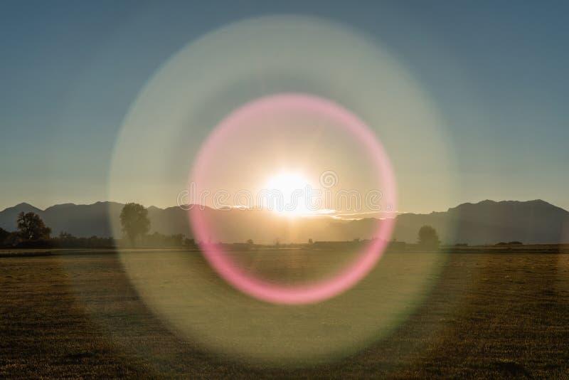Unirdischer Sonnenuntergang über den Rocky Mountains-Bergen, Colorado lizenzfreies stockfoto