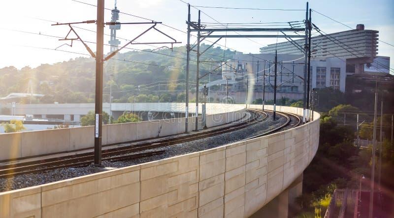 Unisa byggnader och Gautrain linje fotografering för bildbyråer