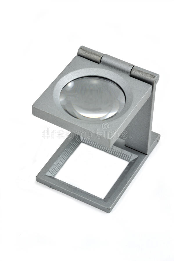 Unisce in lega la lente d'ingrandimento in isolato in. fotografia stock