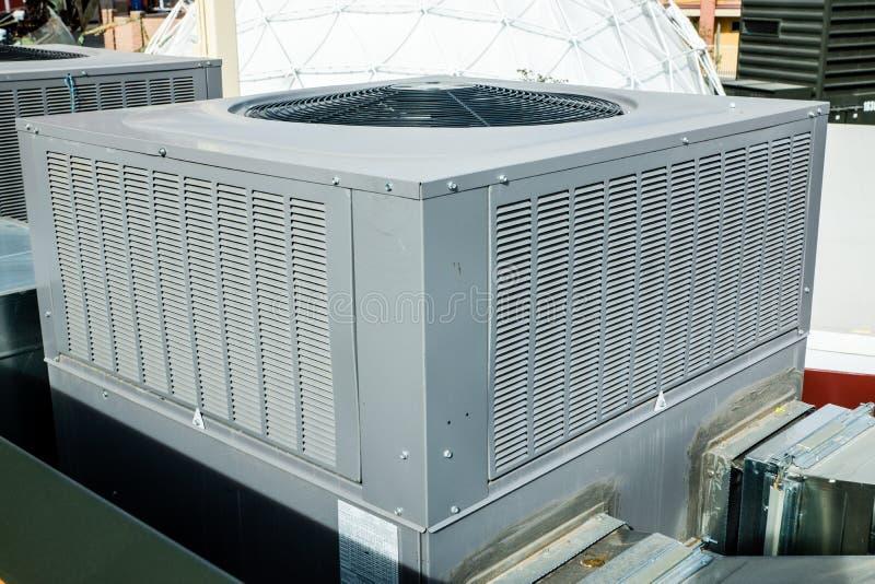 Unità di condensazione del condizionamento d'aria immagini stock libere da diritti