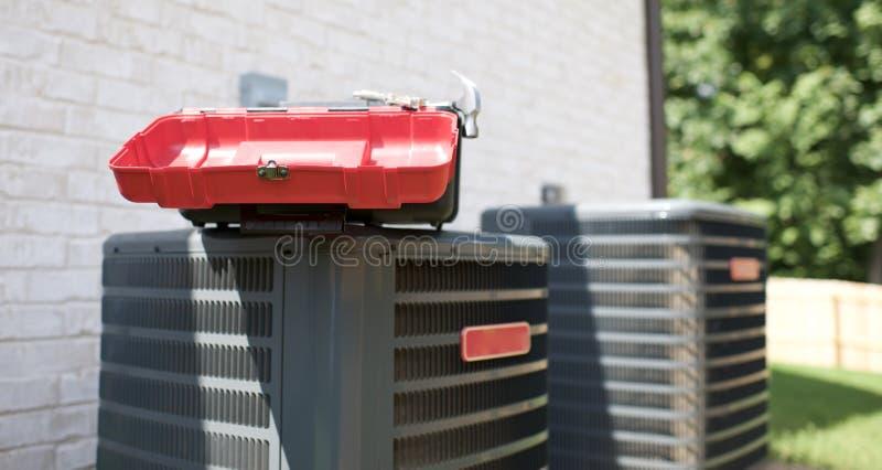 Unità di condizionamento d'aria necessitante la riparazione fotografie stock