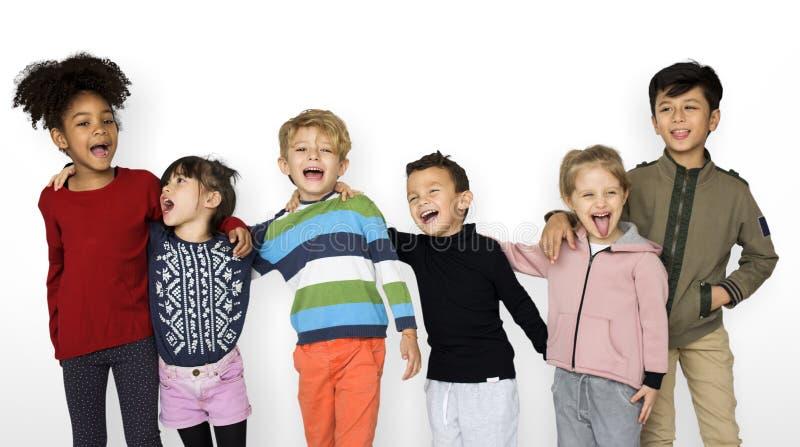 Unità sorridente di felicità degli amici del compagno di classe fotografia stock libera da diritti