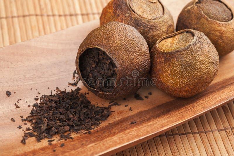 Unité centrale-erh chinoise de thé emballée en mandarines sèches photos stock