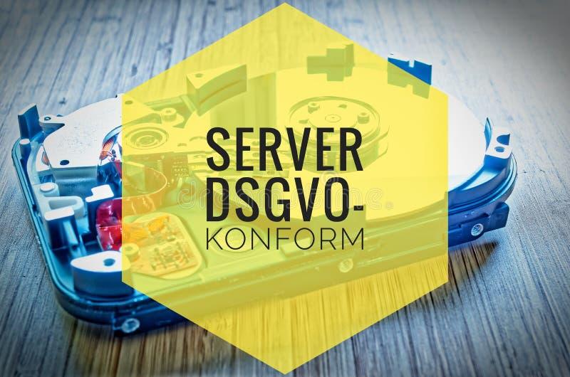Unité de disque dur 3 5 pouces comme stockage de données avec la carte mère sur une table en bambou et dans le dsgvo-konform alle images libres de droits