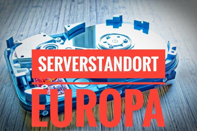Unité de disque dur 3 5 pouces comme stockage de données avec la carte mère sur une table en bambou et en europa de Serverstandor image libre de droits