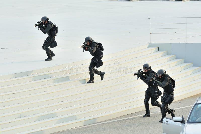 Unité spéciale de la tactique et de délivrance de force de police de Singapour (ÉTOILE) démontrant pendant la répétition 2013 du d photos libres de droits