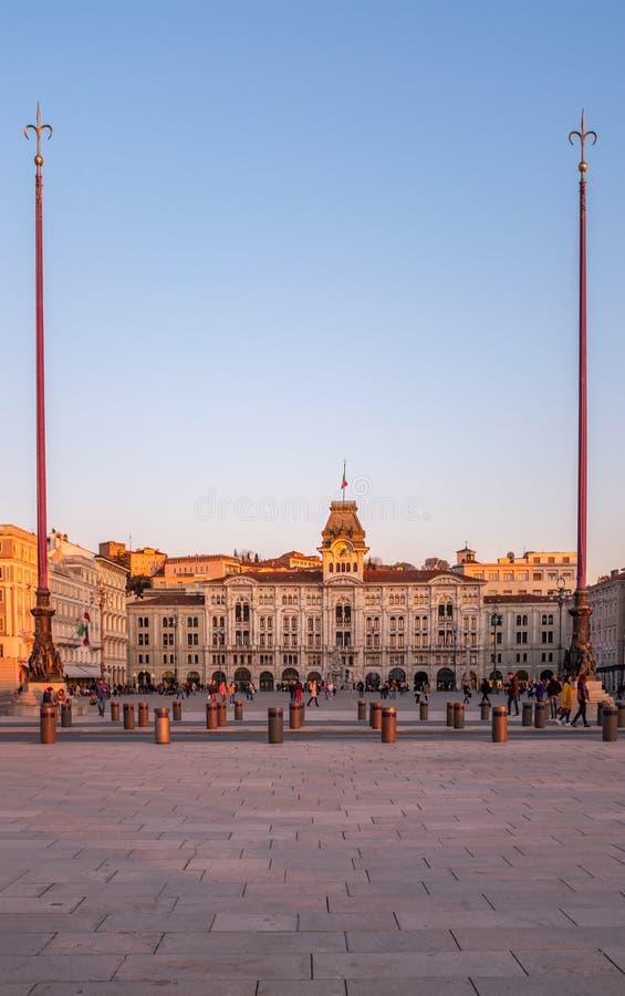 UNITA d Italia de la plaza de la plaza principal en puesta del sol en Trieste fotografía de archivo