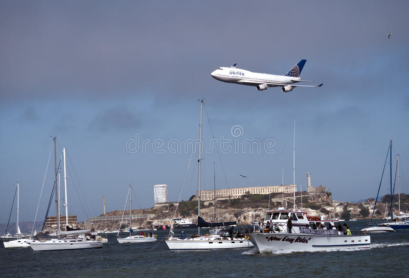 Download United Airline Plane Flying Above SF Bay Editorial Stock Image - Image: 27063149
