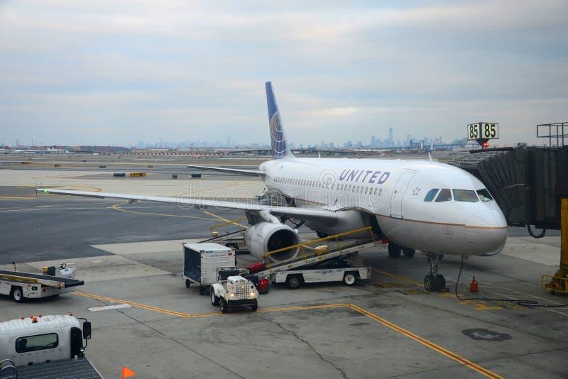 United Airlines Airbus 319 à l'aéroport de Newark photos libres de droits