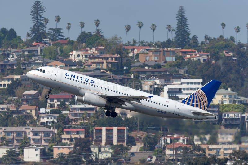 United Airlines Airbus A320-232 N405UA San di partenza Diego International Airport fotografia stock