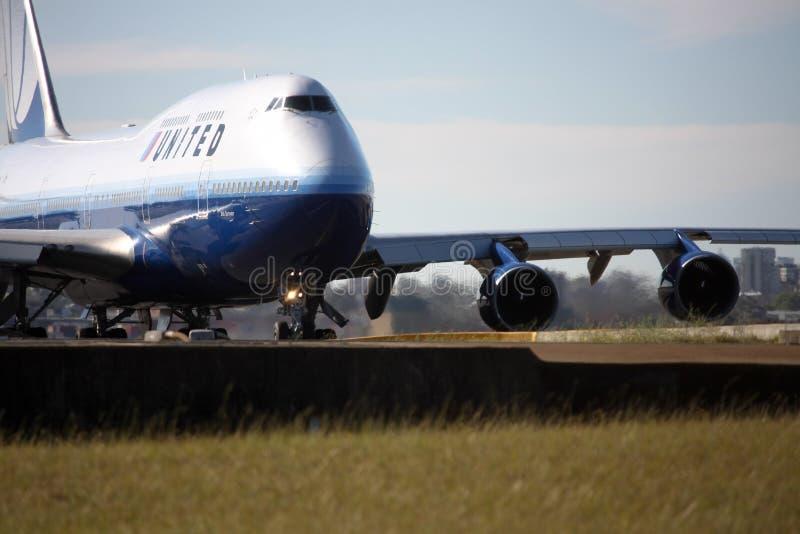 United Airlines Boeing 747 op baan. stock fotografie