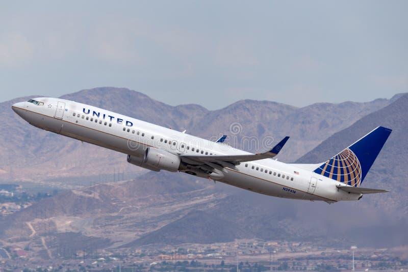 United Airlines Boeing 737 aerei che decollano dall'aeroporto internazionale di McCarran a Las Vegas immagine stock