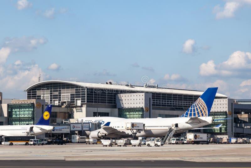 United Airlines Boeing 747 bij de Luchthaven van Frankfurt stock foto's