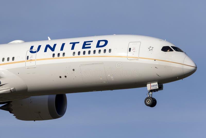 United Airlines Boeing 787-9 Dreamliner N38950 op benadering van land bij de Internationale Luchthaven van Melbourne royalty-vrije stock foto's
