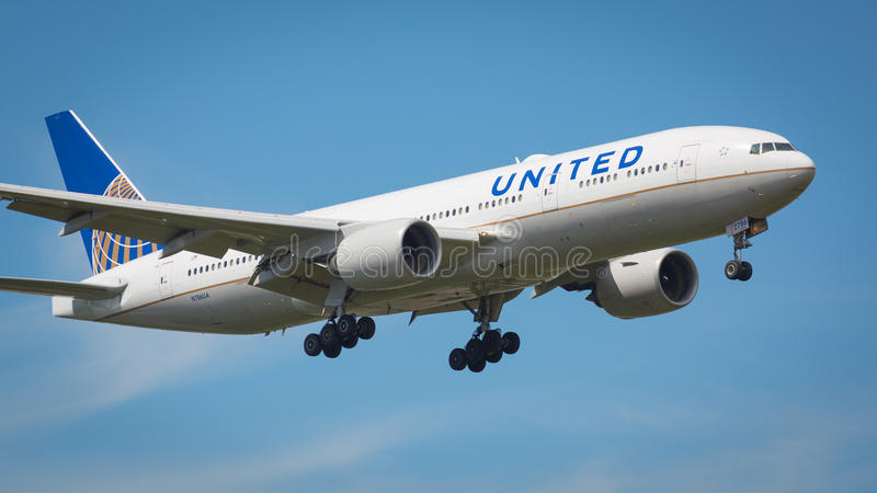 United Airlines Boeing 777-200 samolot obrazy royalty free