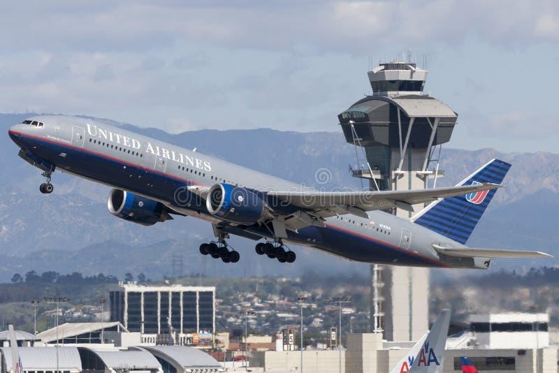 United Airlines Boeing 777 vliegtuig stock afbeelding