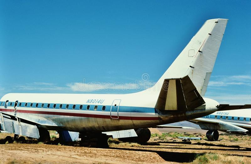 United Airlines Douglas DC-8-21 N8014U en juillet 1987 à un cimetière d'avions dans Kingman Arizona photos stock