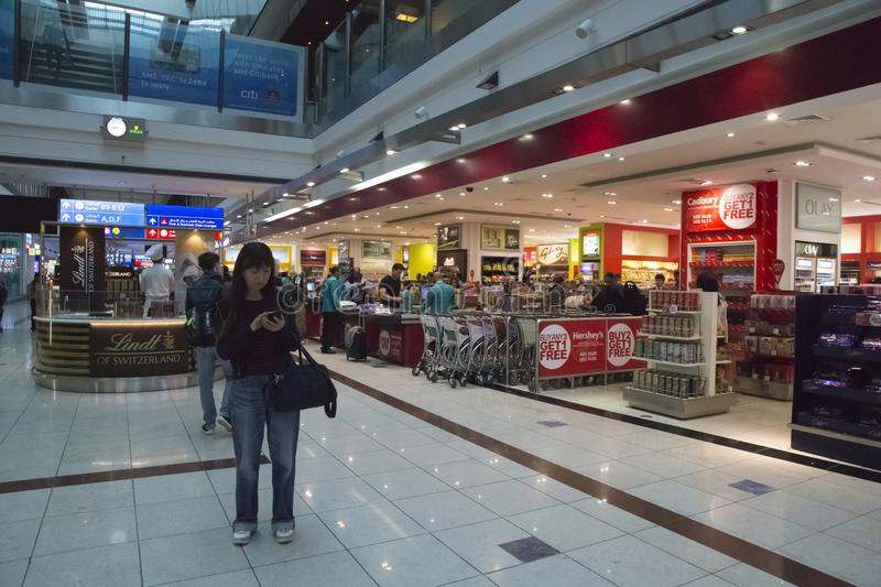 Buyers in Duty free shop of Dubai International Airport royalty free stock photos