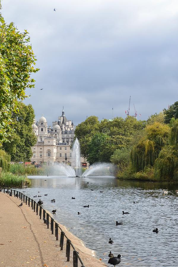 2014-09-26. United Kingdom. London. Fountain on the pond in Hyde Park stock photography