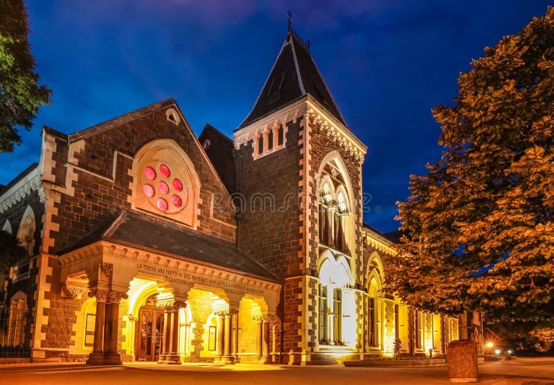 Universidad de Christs en Christchurch en la noche foto de archivo libre de regalías