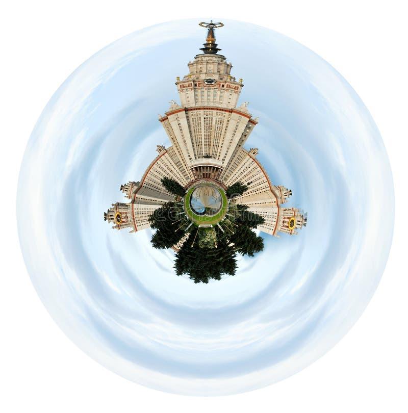 Universidad de estado de Moscú debajo del cielo nublado imágenes de archivo libres de regalías