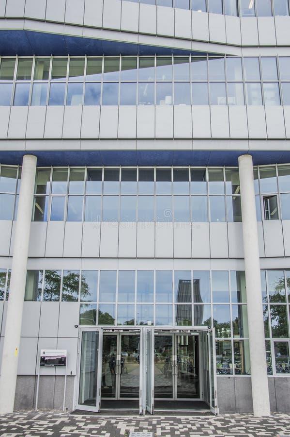 Universidad de Front Entrance Building From The de Amsterdam en el parque tecnológico Amsterdam el 2018 holandés imagen de archivo libre de regalías
