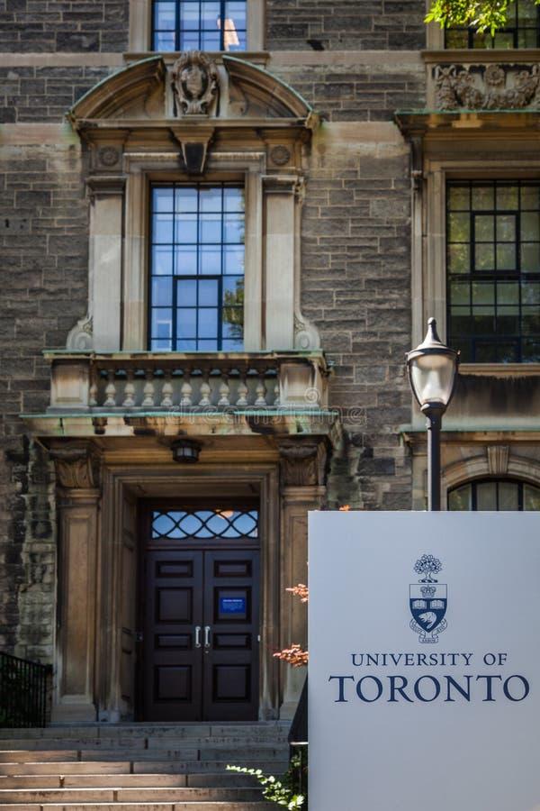 Universidad de Toronto - entrada a un edificio fotografía de archivo