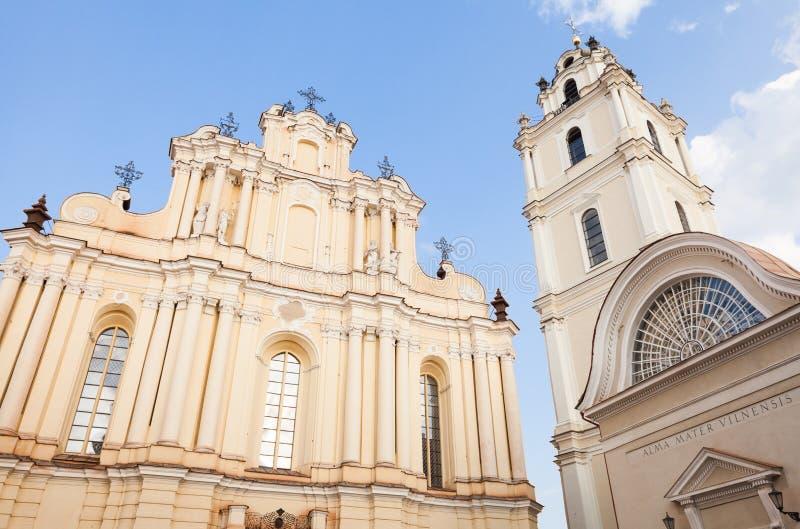 Universidad de Vilna, iglesia de St Johns y campanario fotografía de archivo
