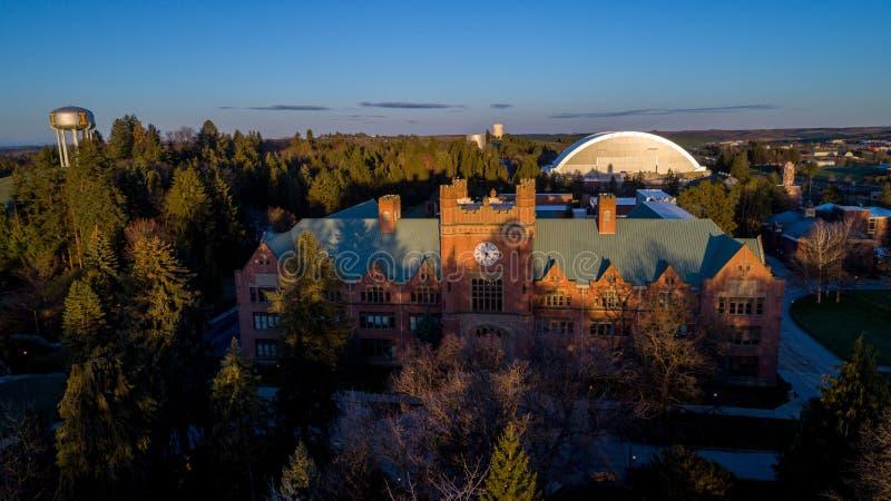 Universidad del edificio de Idaho Admin y de la bóveda del fútbol fotos de archivo