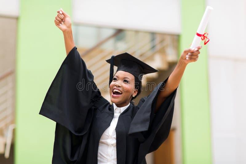 Universidad derecha graduada de la hembra imagenes de archivo