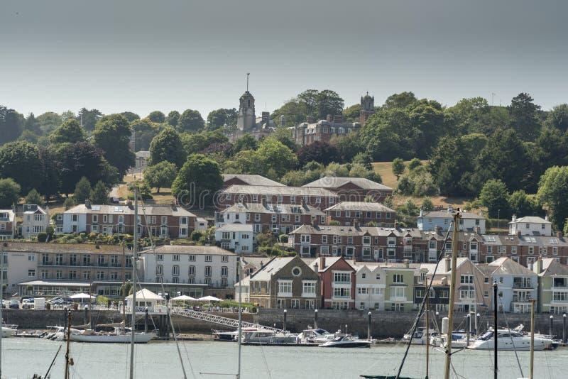 Universidad naval real Dartmouth de Britannia sobre la ciudad de Dartmouth imagenes de archivo