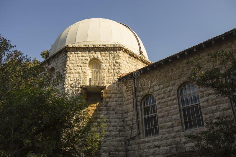 A universidade americana de Beirute Foi fundado em 1866 Beirute - rochas do pombo imagens de stock
