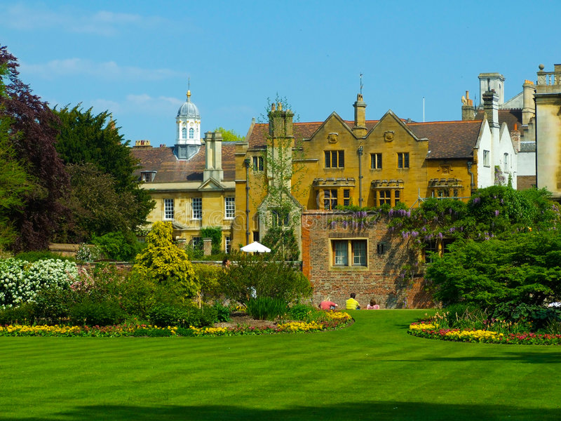 Universidade de Cambridge dos jardins da faculdade de Clare fotografia de stock royalty free