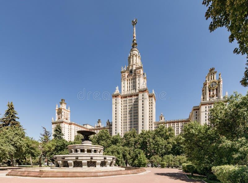 Universidade de estado de Moscovo nomeada ap?s M V Lomonosov Edif?cio principal de MSU O territ?rio da universidade de Moscou imagem de stock royalty free