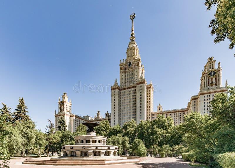 Universidade de estado de Moscovo nomeada ap?s M V Lomonosov Edif?cio principal de MSU O territ?rio da universidade de Moscou imagem de stock