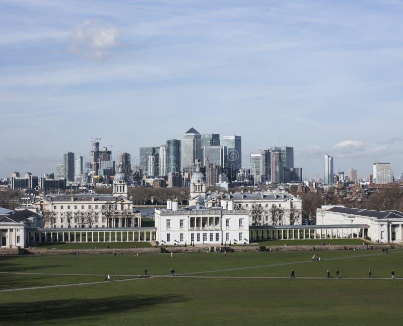 A universidade de Greenwich, a vista de Canary Wharf foto de stock