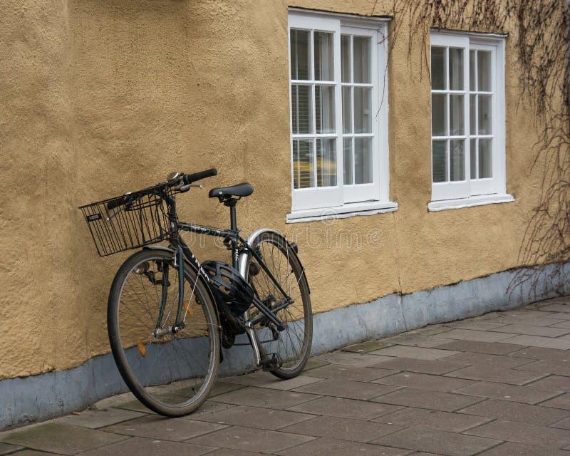 Universidade de Oxford da bicicleta da universidade que constrói o Reino Unido foto de stock