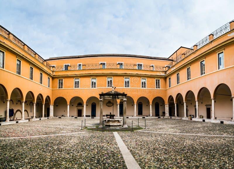 Universidade de Sapienza de Roma, Itália fotos de stock royalty free