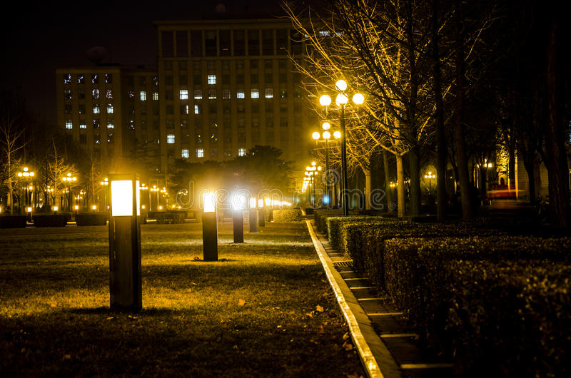 Universidade de Tsinghua na noite, Pequim imagens de stock