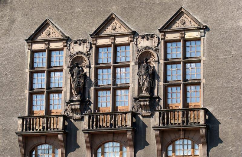 Università del corridoio di assemblea della facciata in PoznaÅ fotografie stock libere da diritti