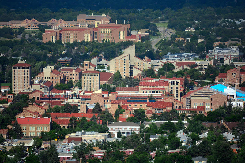 Università di città universitaria di colorado Boulder su Sunny Day fotografie stock libere da diritti