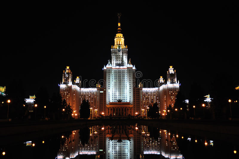 Università di Stato di Lomonosov Mosca alla sera fotografia stock libera da diritti