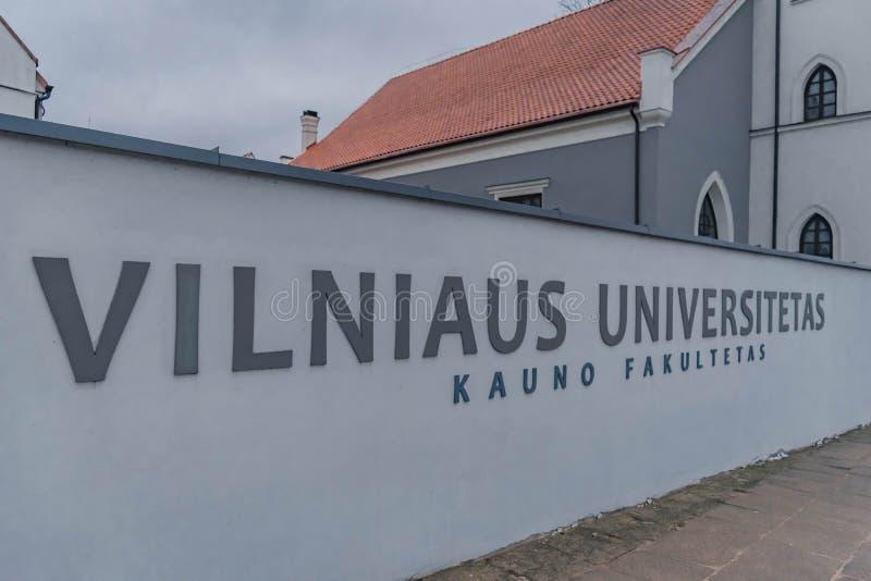 Università di Vilniaus nella vecchia città di Kaunas immagini stock