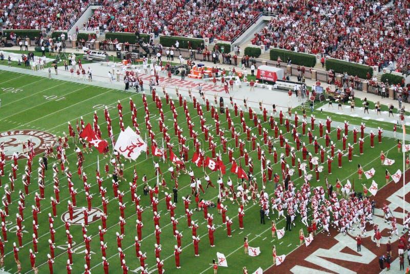 Universität von Alabama Million Dollar-Band und Fußball-Team enterance stockfotos