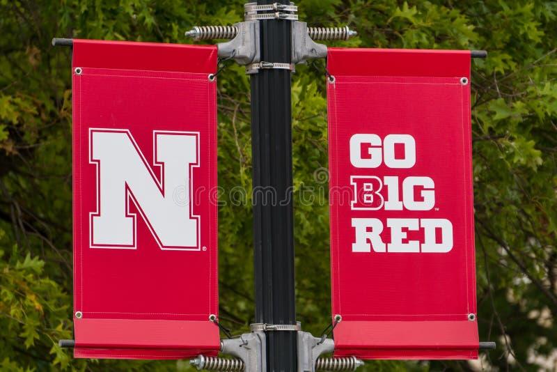 Universität von Nebraska-Logo und -flagge stockfotografie