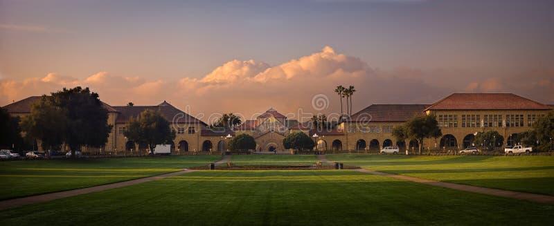 Universität von Stanford bei Sonnenaufgang lizenzfreies stockbild