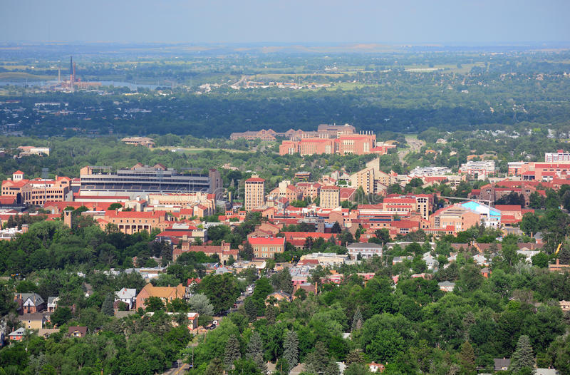 Université de campus du Colorado Boulder sur Sunny Day images libres de droits