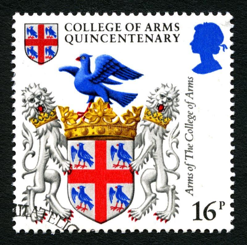 Université de timbre-poste de cinq-centième anniversaire de bras images libres de droits