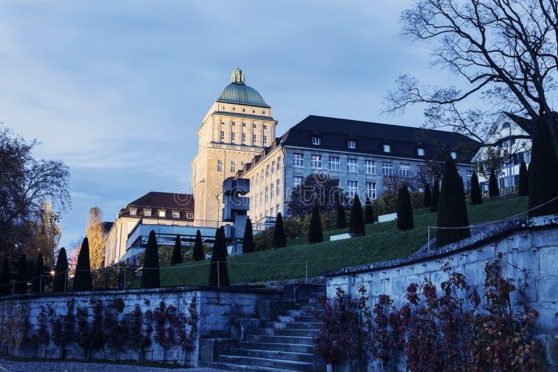 Université de Zurich au crépuscule photos libres de droits